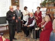 Берлинов Борис Ефимович -председатель первичной организации общества инвалидов поздравляет проживающих дома  - интерната с Международным Днем пожилых людей.